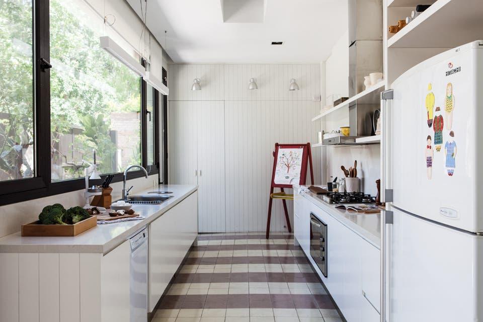 Una cocina funcional con base antigua