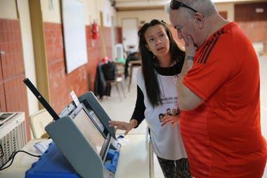 Por primera vez se usa boleta electrónica para una elección provincial en Neuquén