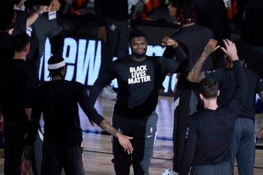 Zion Williamson, una de las promesas de la NBA con la remera que lleva la leyenda de Black Lives Matter en un pedido que se hizo por parte de todos los protagonistas