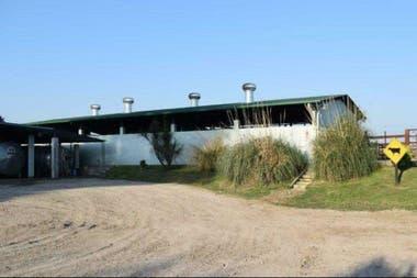 Las instalaciones donde se hace el ordeñe y almacena leche hasta que sea retirada en camiones