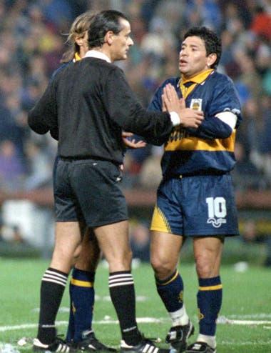 La escandalosa noche en la que expulsó a Maradona, en un Vélez-Boca inolvidable, en 1996