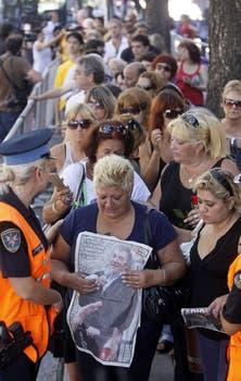 Cientos de fans despiden al cantante en la capilla ardiente del Congreso. Foto: DyN