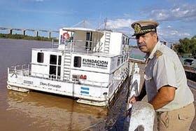 La unidad sanitaria Don Ernesto descansa inactiva en el puerto hace tres meses