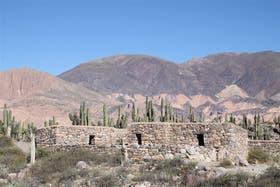 El pucará de Tilcara, sobre una colina, da testimonio de los primeros habitantes de la región