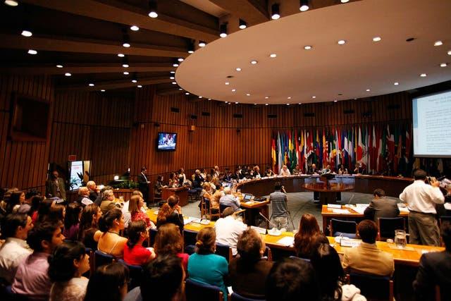 Conferencia de prensa en la sede de la CEPAL en Santiago de Chile