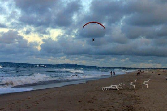 El mar del Atlántico tibio al atardecer. Foto: LA NACION / Carlos Sanzol