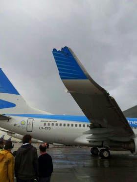 Asi quedó la punta del ala de uno de los aviones que protagonizó un roce hoy en Aeroparque