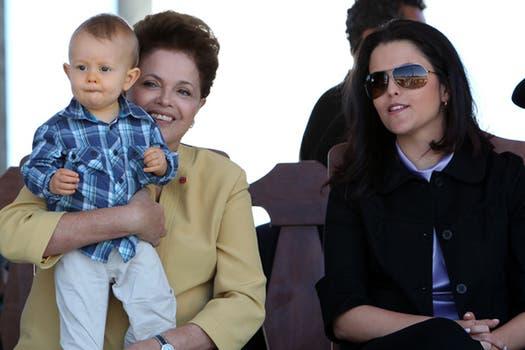 Dilma Rousseff, una abuela fanática del nieto que le dio su única hija, Paula. Foto: Archivo