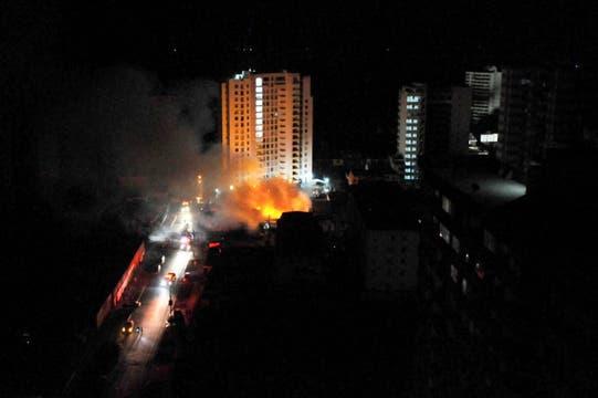 Un incendio en la ciudad de Iquique. Foto: Reuters