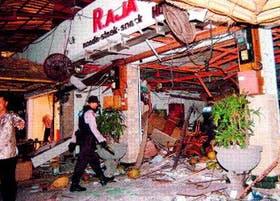 La fachada de uno de los locales atacados, totalmente destrozada