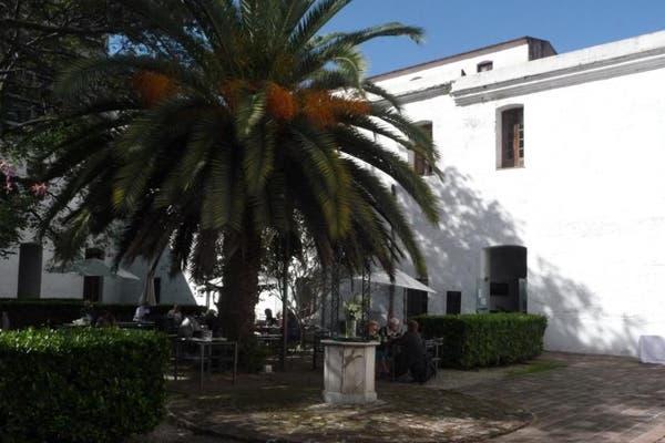 En un patio increíble, refrescate con un licuado de maracuyá y naranja. Foto: Gentileza Como en casa