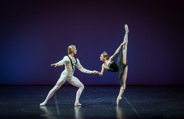 Denis Rodkin y Yulia Stepanova en Cisne negro