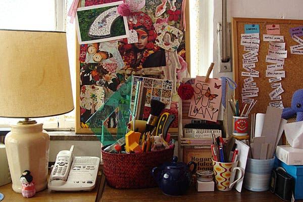 El escritorio de Lou.