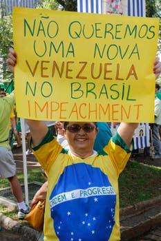 No queremos una nueva Venezuela en Brasil. Juicio Político, reza el cartel.