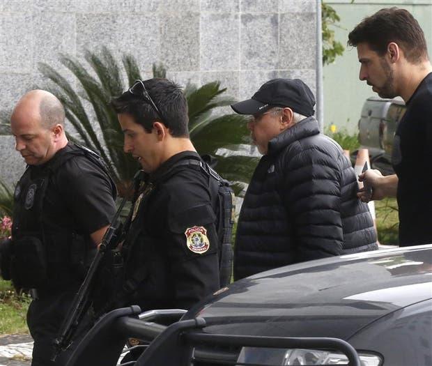 Mantega, ayer, al llegar a la sede de la policía, en San Pablo