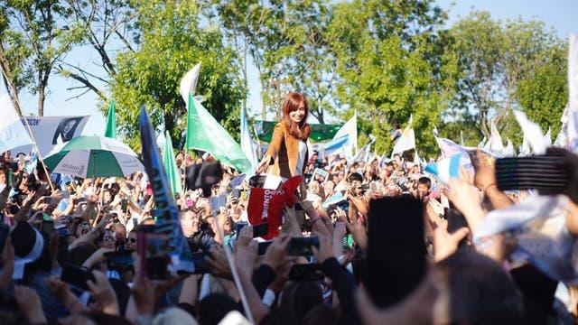 Miles de personas siguieron a Cristina Kirchner a Escobar