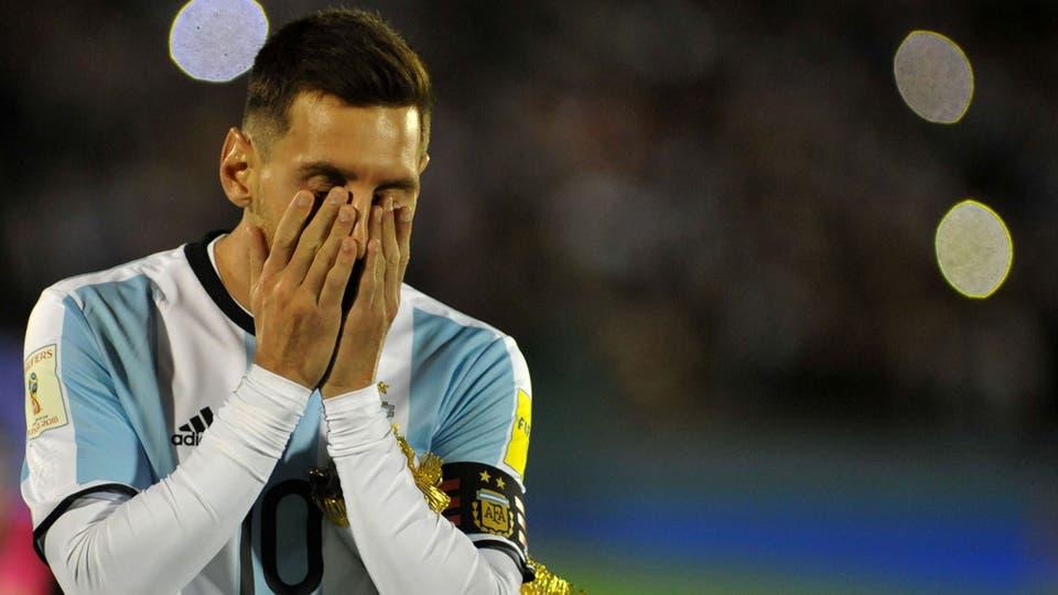 Messi no lo puede creer. Foto: Reuters / Dante Fernández