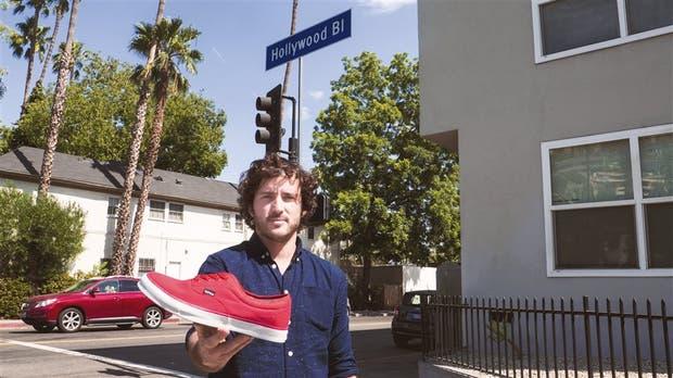Alejandro Malgor, uno de los creadores de las zapatillas Xinca, durante su presentación en Los Angeles