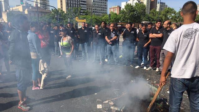 Dos mil manteros fueron desalojados en Once, ahora hay protestas y cortes en Avenida Pueyrredón. Foto: LA NACION / Soledad Aznarez