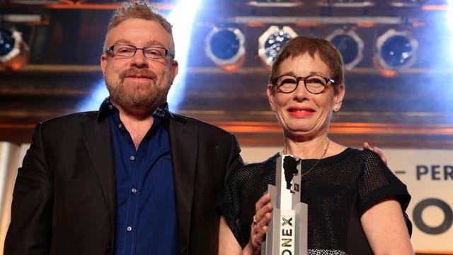 Nora Bär recibe su premio Konex