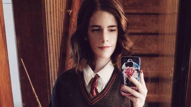 Kari Lewis es muy parecida a Emma Watson y se lookea como los personajes de la actriz a la perfección