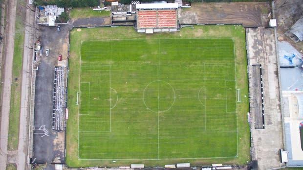 Toma aérea de la cancha de Deportivo Riestra