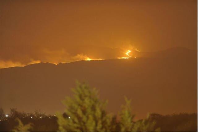 Desde hace dos días, el fuego no da tregua en las sierras de Córdoba