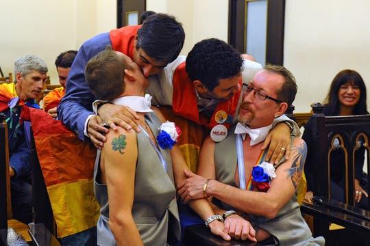 Los rusos Alexander y Dimitri contrajeron matrimonio en la Argentina y pedirán asilo polítco. Foto: AFP