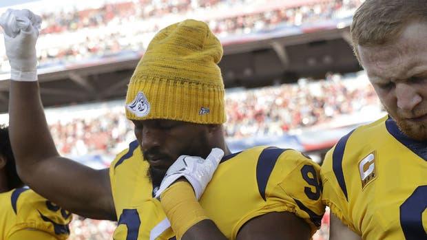 La protesta de Robert Quinn, en el duelo entre Los Angeles Rams y San Francisco 49ers