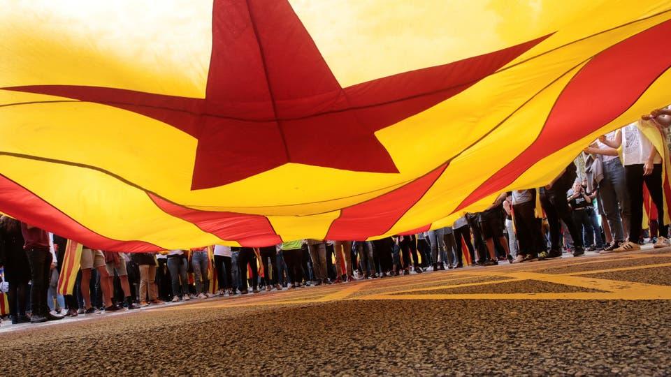 Barcelona se convirtió en una movilización itinerante. La gente va de un punto a otro de la ciudad. Foto: Reuters / Enrique Calvo