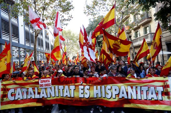 Una multitud marchó en Barcelona contra la independencia de Cataluña. Foto: Reuters