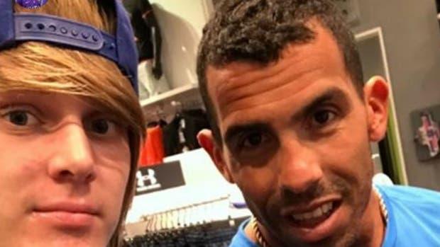 Alen Halilovic, jugador del Hamburgo, junto a Tevez en Dubai