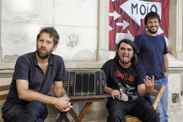 Tangos irreverentes: Alejandro Guyot (poeta), Pablo Bernaba (músico) y Agustín Guerrero (director)