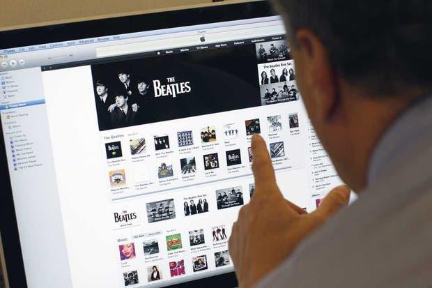 La discografía de The Beatles en la tienda de contenidos iTunes, cuando Apple anunció la disponibilidad de los discos y canciones de la banda de Liverpool