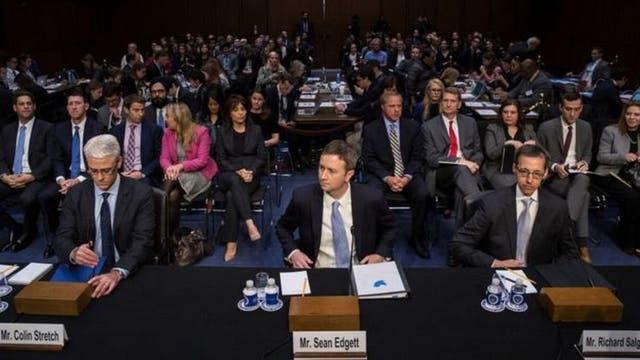 En octubre, varios representantes de Facebook, Twitter y Google fueron llamados a participar en una audiencia del Senado de EE.UU. sobre la desinformación en Internet