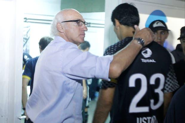 Bianchi luego de la derrota ante All Boys en Floresta junto a Ustari