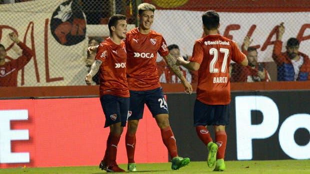 Celebra Rigoni, autor de los dos primeros goles del Rojo