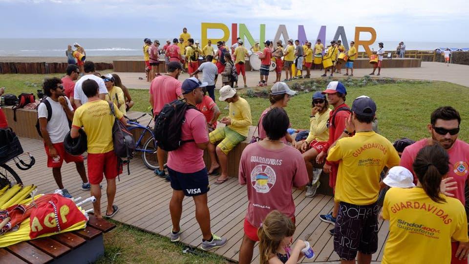 Los guardavidas de Pinamar protestan en Bunge y el mar