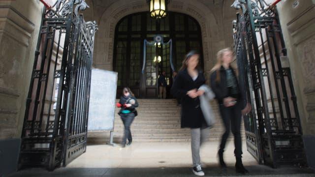 Una joven de 14 a?os denunció a una estudiante del colegio Nacional de Buenos Aires por abuso sexual
