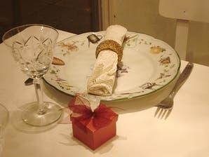 Consejos para armar una mesa navideña con toque romántico