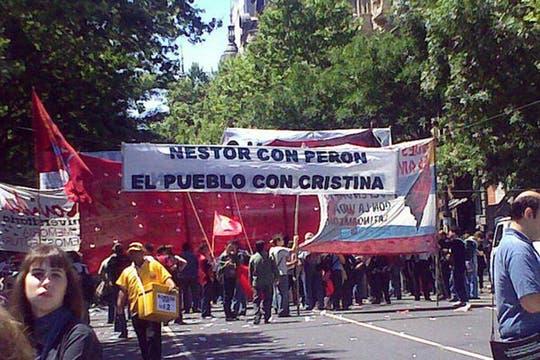 Movimientos sindicales se fueron sumando al homenaje. Foto: lanacion.com / @msolamaya