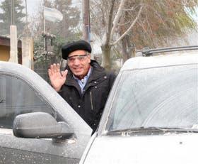 El gobernador Jorge Sapag votó en medio de la ceniza volcánica que afectó a Neuquén