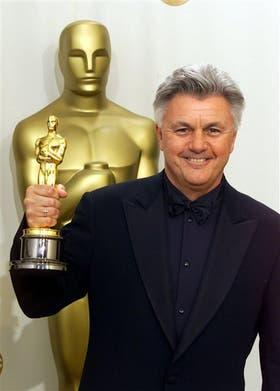 Irving recibe en el año 2000 el premio Oscar al mejor guión por Las reglas de la vida