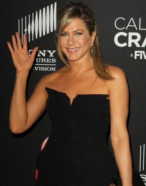 Jennifer Aniston eligió una cola de caballo con flequillo al costado.