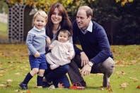 La foto más esperada: los príncipes George y Charlotte mandan sus deseos de felices fiestas
