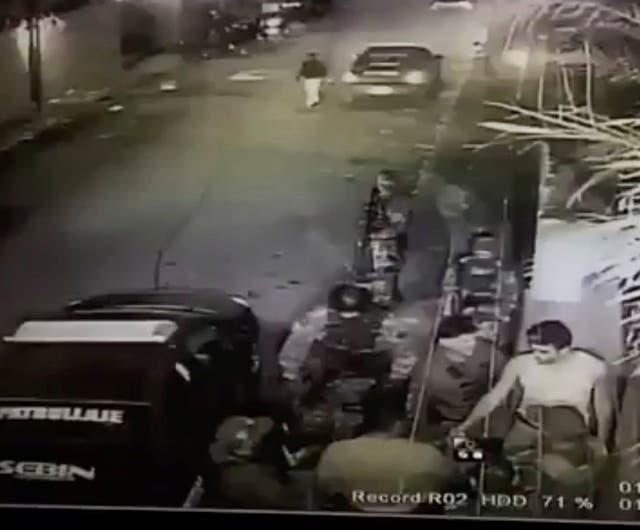 El momento en que suben a Leopoldo López a un vehículo del Sebin