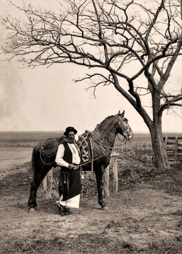 El gaucho, arquetipo de nuestra nacionalidad, en la foto de Francisco Ayerza