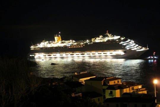 """La empresa Costa Cruceros se declaró """"consternada"""" y expresó su pésame a las familias. Foto: AP"""