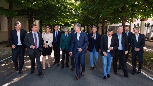 Pérez, Weretilneck, Bertone, Gutiérrez, Das Neves, Macri (Urtubey tapado) , Schiaretti, Peppo, Passalacqua, Bahl y Frigerio, en Olivos