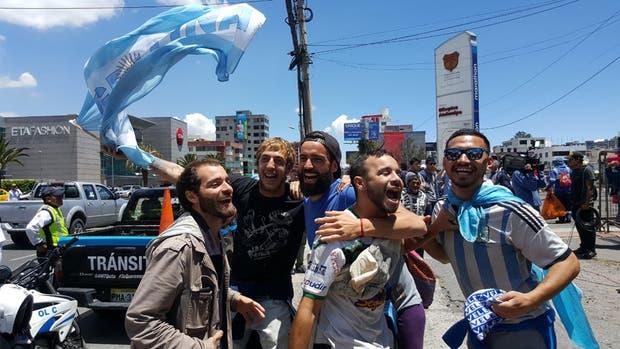 Un imparable Messi le da el pase a Argentina